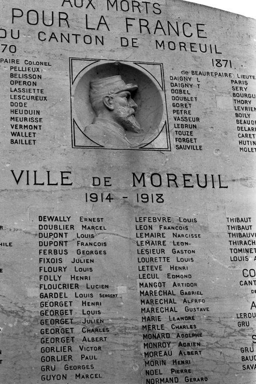 Monument aux morts moreuil detail