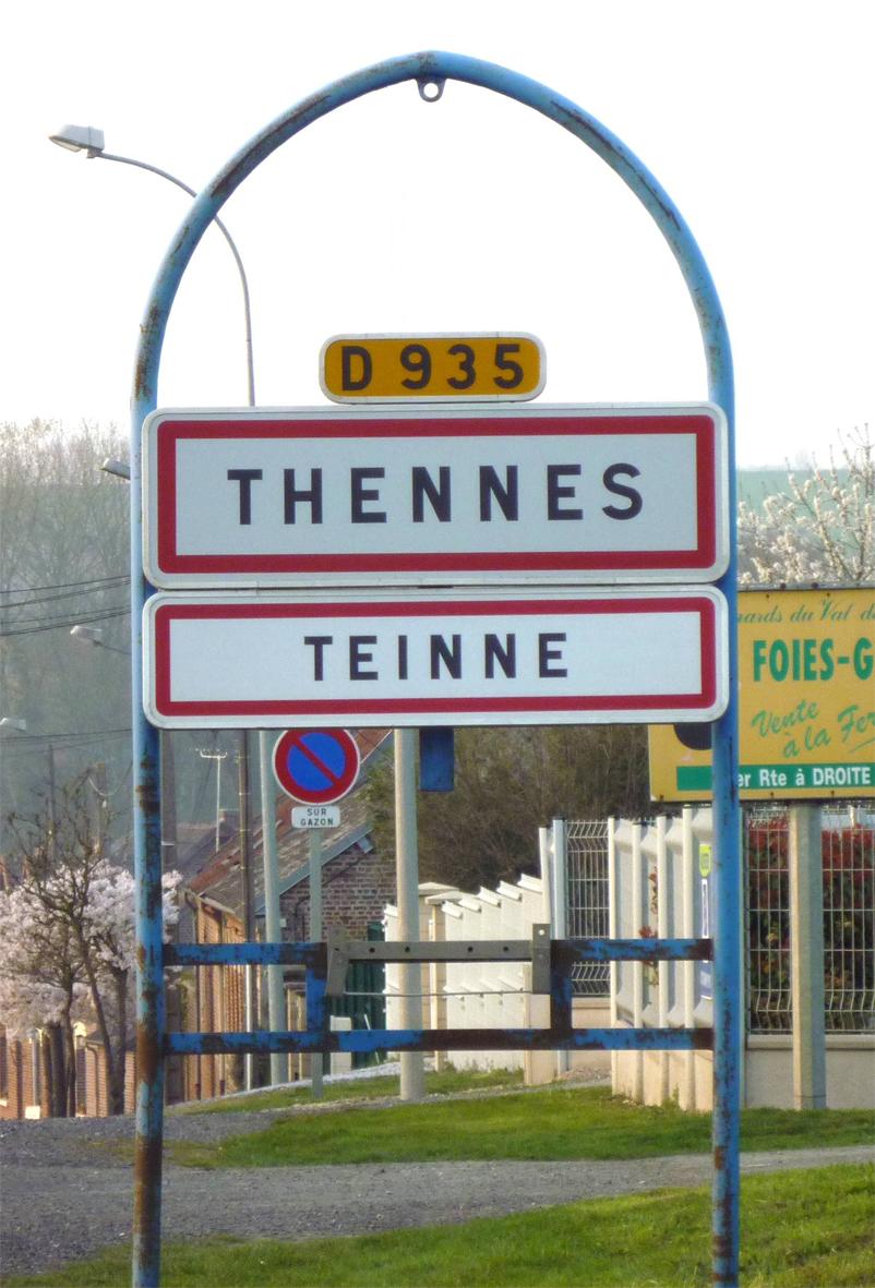 Panneau de la commune de THENNES en Picard